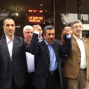 محمود احمدی نژاد، بقایی و مشايي در انتخابات ریاست جمهوری ثبت نام کرند.